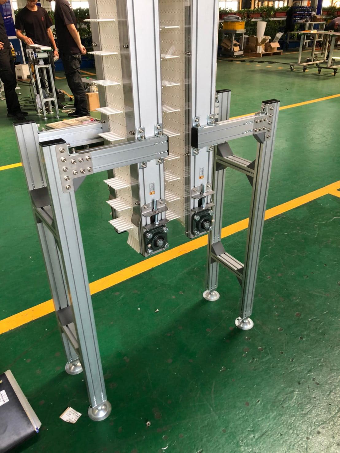 Plastic plate with vertical conveyor -Lichen Conveyor Automatic Equipment Co., Ltd.