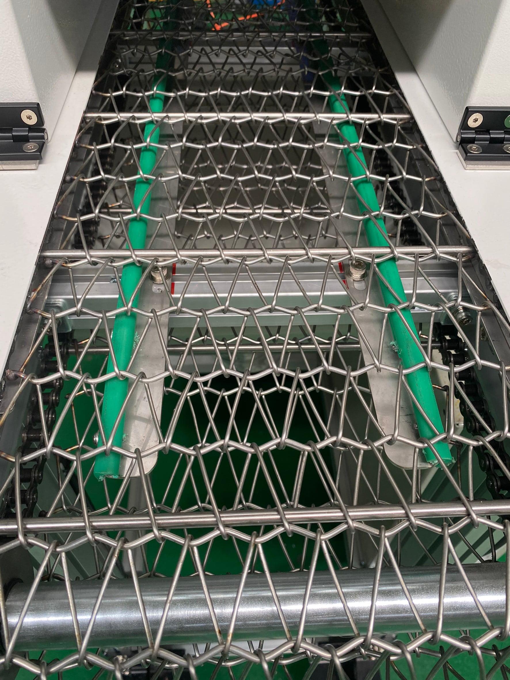 Aluminum extrusion mesh belt conveyor -Lichen Conveyor Automatic Equipment Co., Ltd.