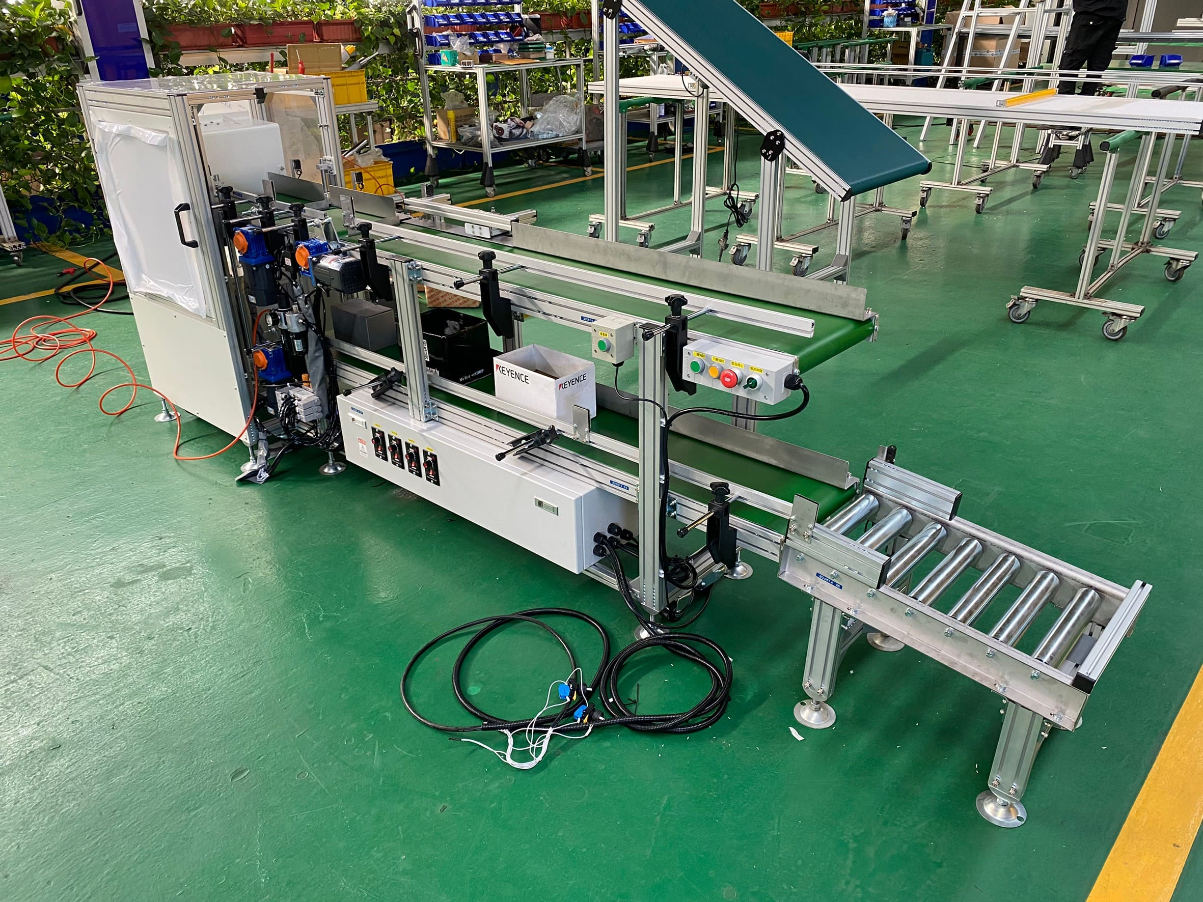 Aluminum extrusion flat belt lifting conveyor -Lichen Conveyor Automatic Equipment Co., Ltd.