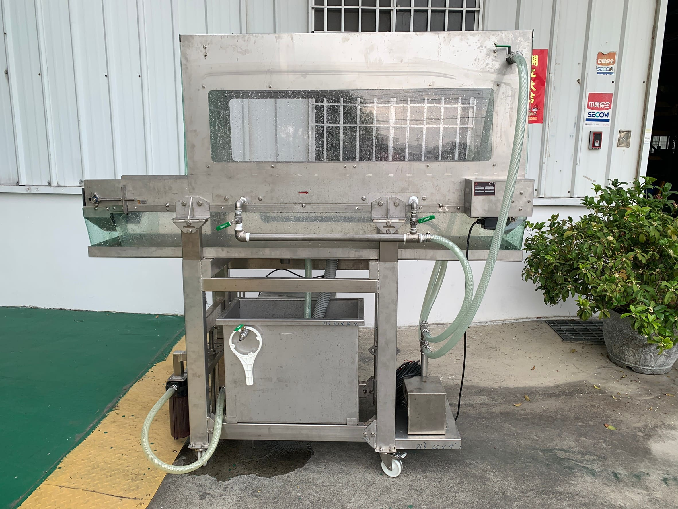 Sprinkler Stainless Steel Conveyor Equipped With Plastic Net-Lichen Conveyor Automatic Equipment Co., Ltd.